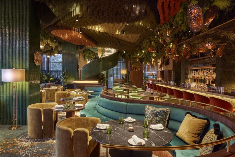 غرفة الطعام الداخلية في مطعم Amazonico