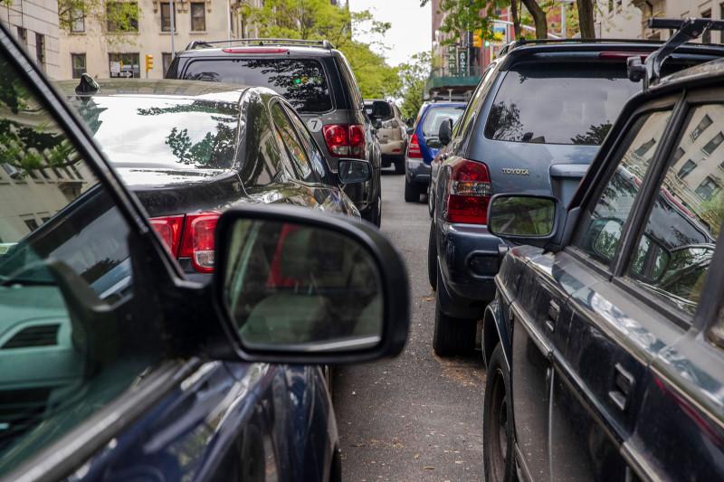 يتم نقل السيارات إلى مواقف جانبية بديلة في الجانب الغربي الشمالي لمانهاتن 2020