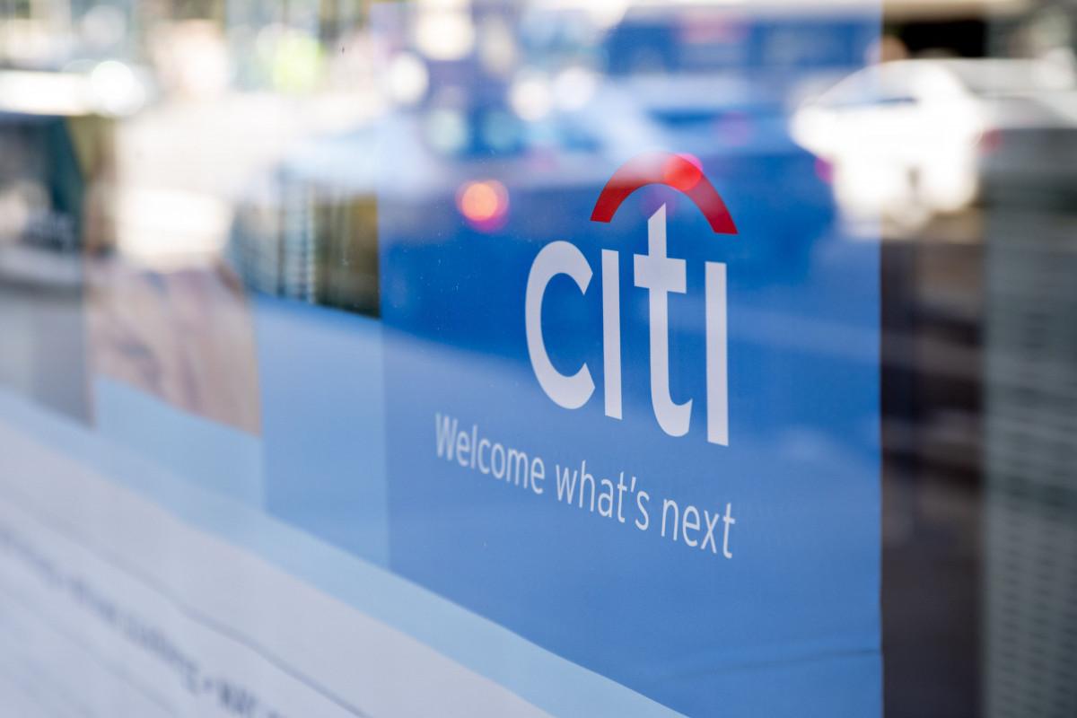 """لافتة تحمل العلامة التجارية لـ""""سيتي بنك"""" التابع لمجموعة """"سيتي"""" في فرع للمصرف بمدينة شيكاغو، ولاية إلينوي الأمريكية"""